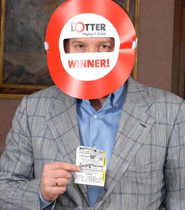 Un homme de Lettonie gagne des prix de loterie en ligne via theLotter Maroc
